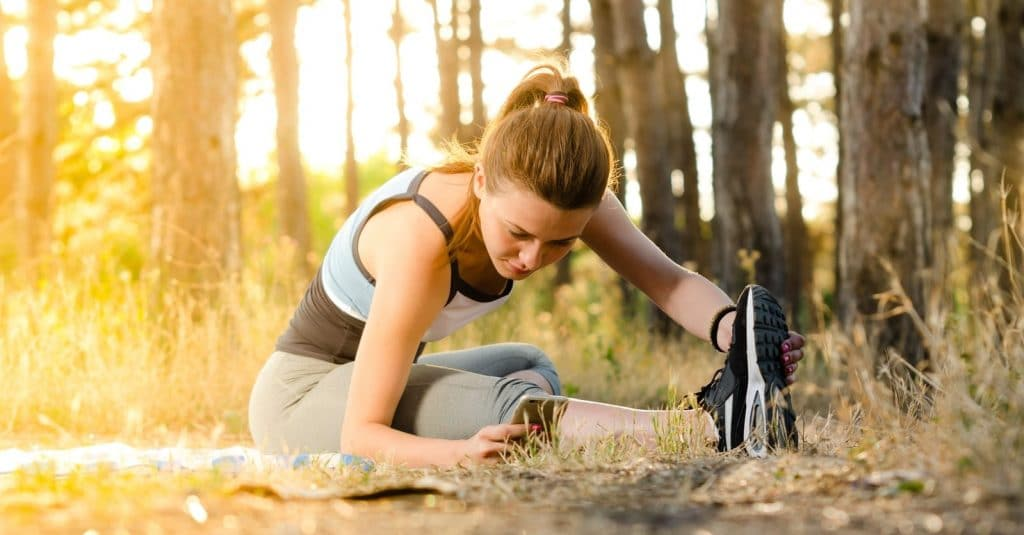 Woman exercising to relieve knee pain due to sports injury