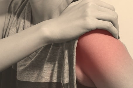 a woman having shoulder pain